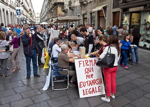 Cuneo, i Radicali fanno un esposto contro CasaPound per gli striscioni abusivi