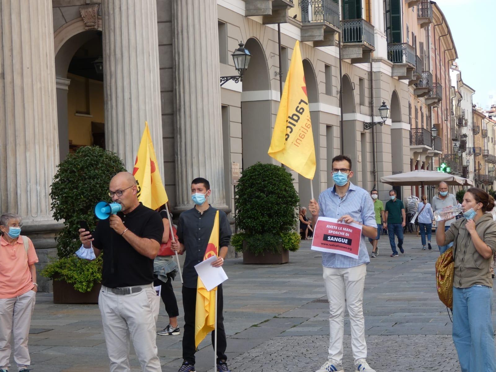 Manifestazione contro l'ordinanza antibivacco del Sindaco Federico Borgna