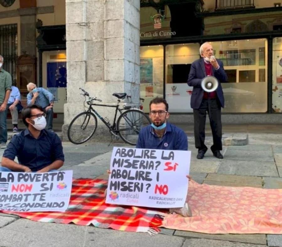 Immagini manifestazione contro l'ordinanza antibivacco